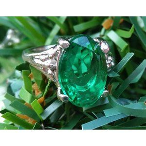 New Silver ElectroPlated Ring Large Green Stone Never Worn size 6.5 Fashion Jewe